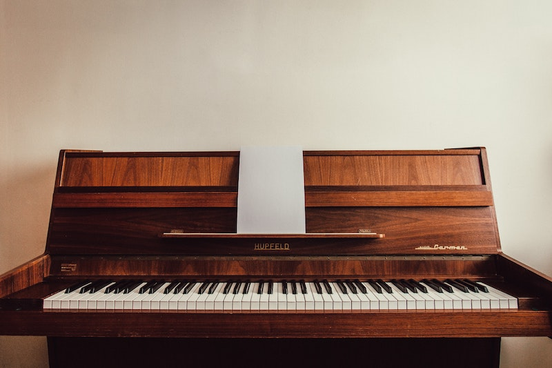 brown-upright-piano-1021142.jpg