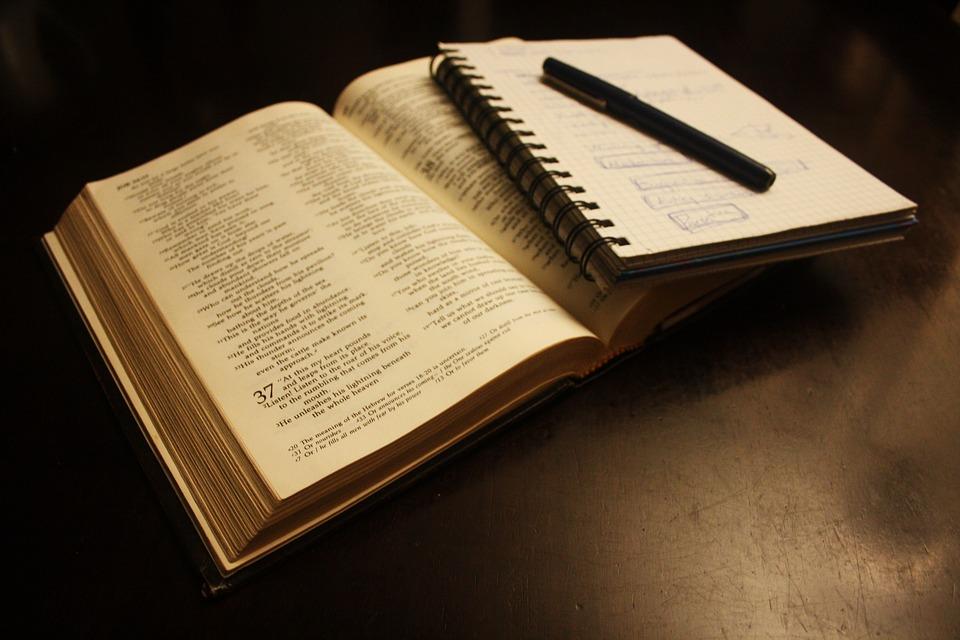book-2073020_960_720.jpg